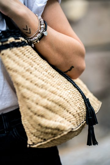 how to wear a straw bag