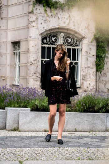 Whaelse_Fashionblog_Berlin_Black_Flower_Dress-18