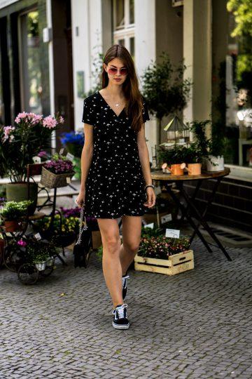 Kleid mit Vogelprint