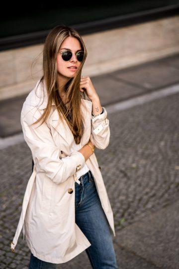 Blue Jeans und weißes Shirt