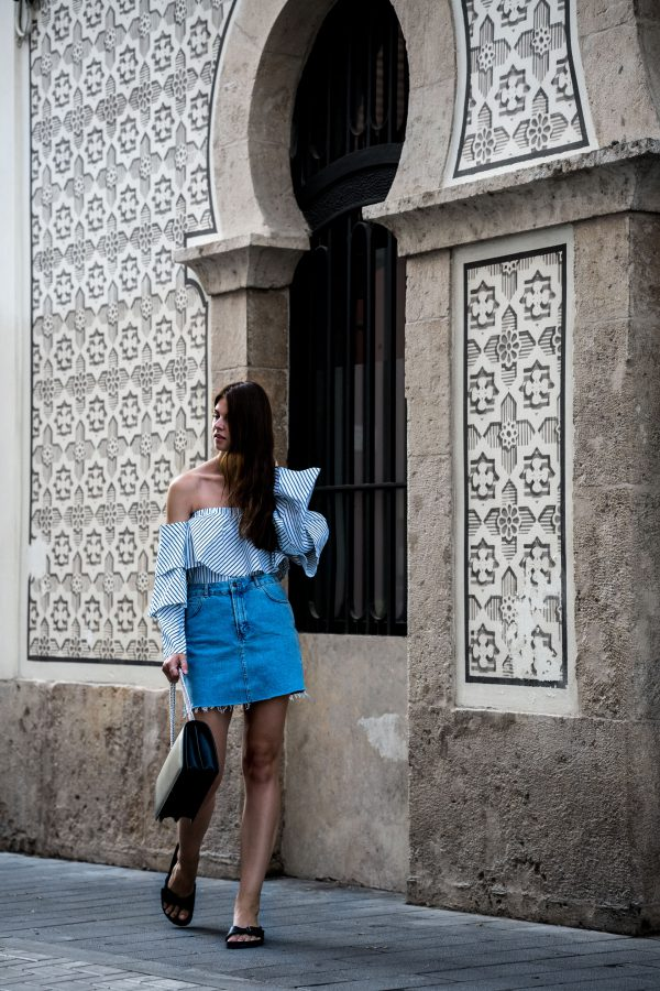 how to wear a denim skirt