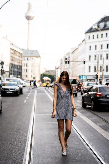 Noch immer im Trend: Vichy-Karo Kleid
