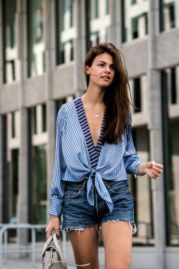 How to wear a low neckline body