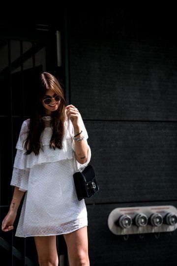 Weißes Kleid mit Statement-Ärmeln