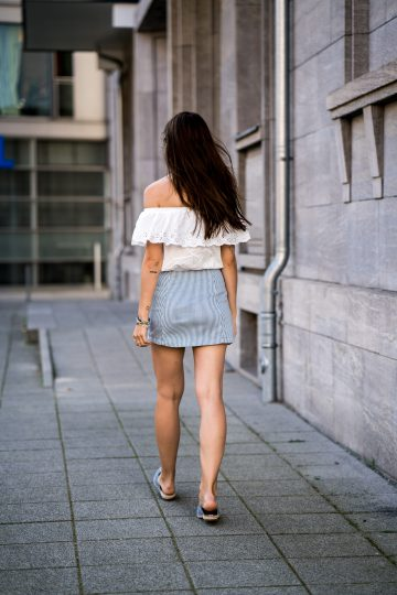 how to wear a mini skirt