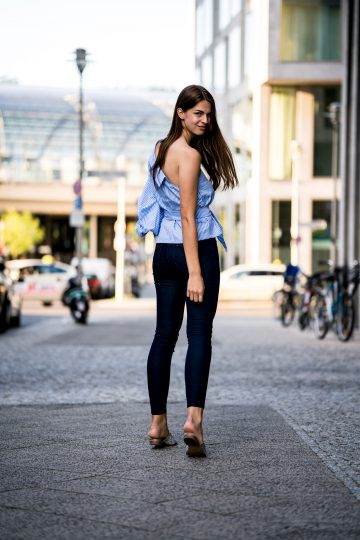 how to wear dark blue jeans