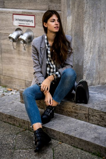 Combining a plaid shirt, blazer and denim