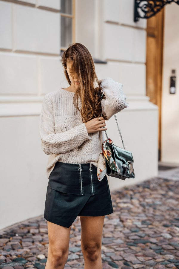 how to wear a skirt in autumn