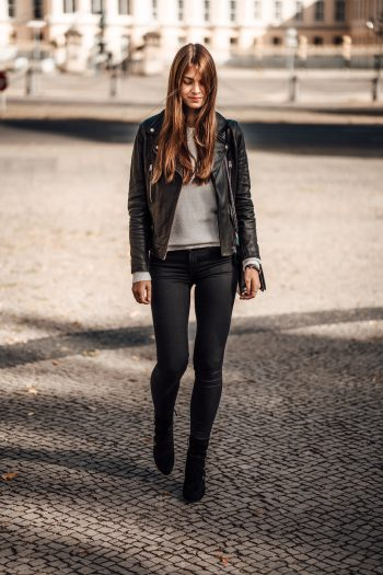 Whaelse_Fashionblog_Black_Boots_Black_Leather_jacket-16
