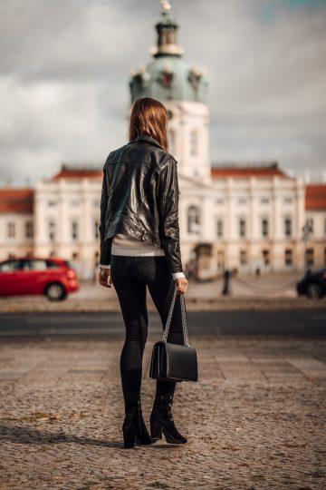 Wie trägt man schwarze Jeans
