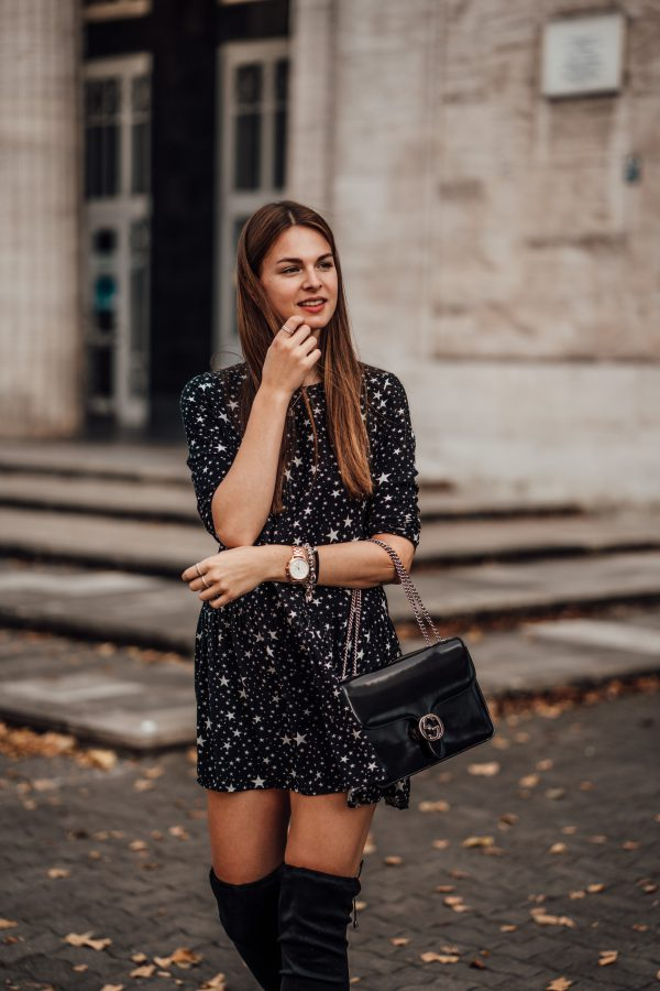 black Kleid with star pattern