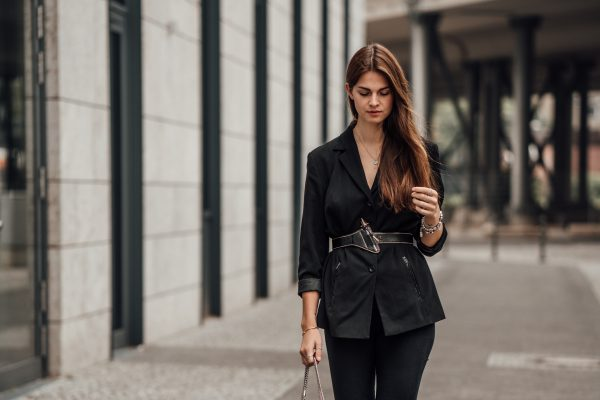 how to wear a black Blazer