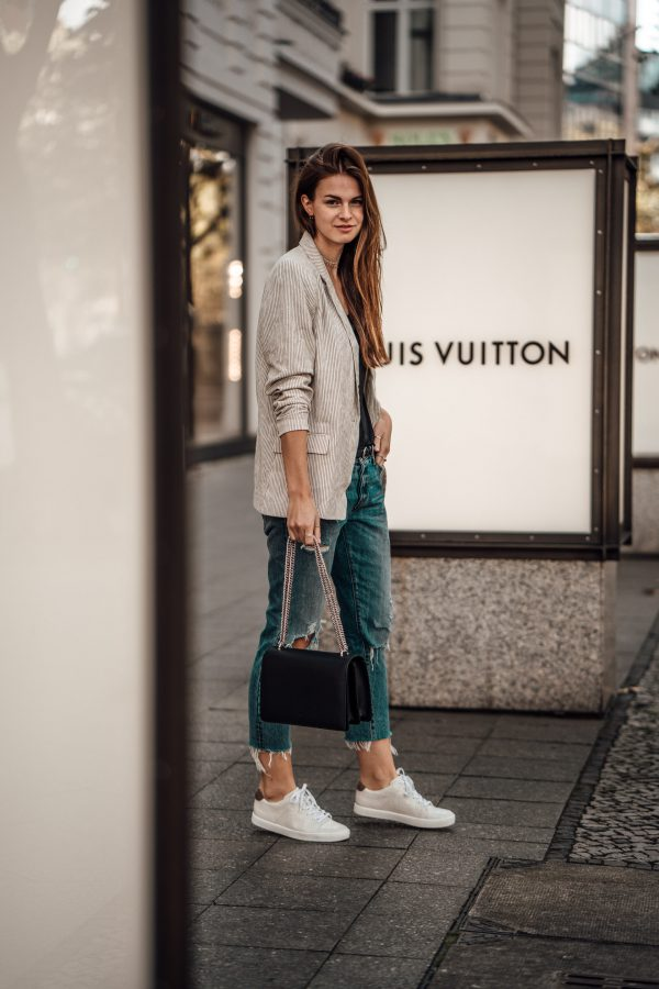 Whaelse_Fashionblog_Light_Blazer_Boyfriend_Jeans-11