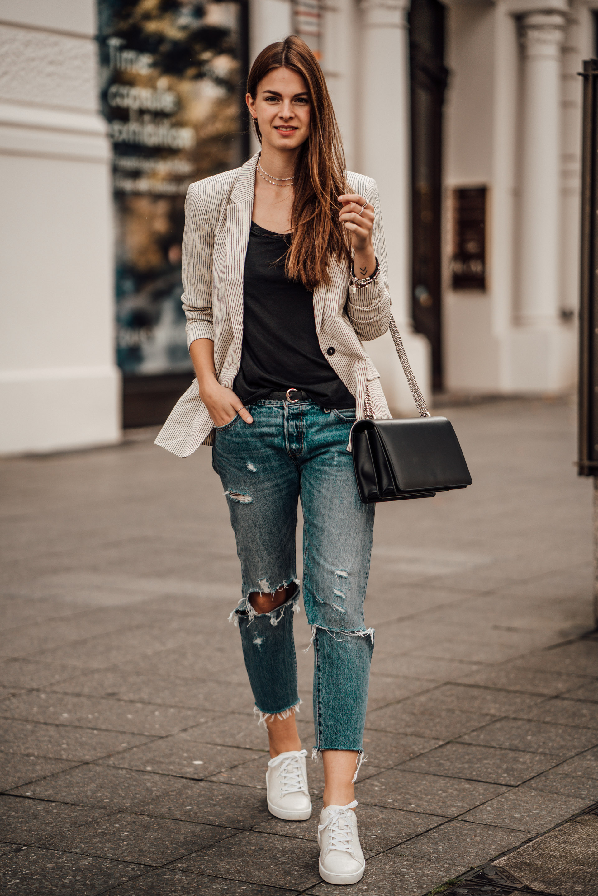 How to wear Boyfriend Jeans this fall || Casual Chic Outfit