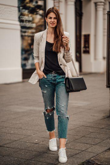 Wie man diesen Herbst Boyfriend Jeans trägt