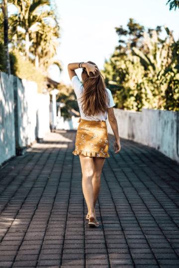 Wie trägt man einen gelben Rock
