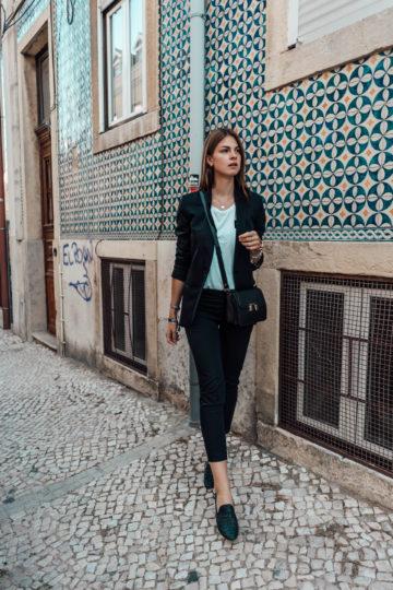 Wie trägt man einen schwarzen Blazer