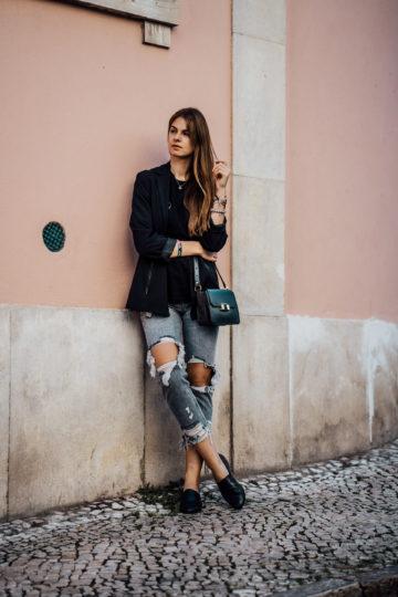 Reiseoutift: im casual schicken Outfit durch Lissabon