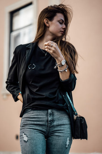 how to wear a black T-Shirt