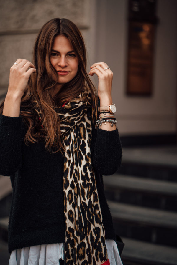 scarf with Leo Print