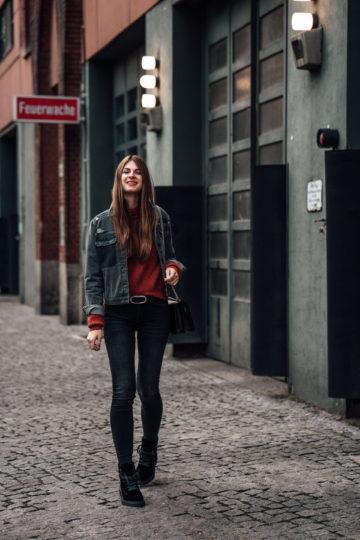 Wie trägt man eine Jeansjacke im Winter