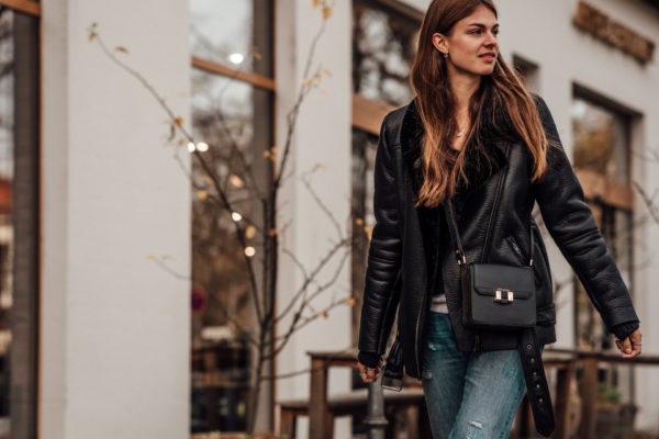 how to wear a crossbody bag