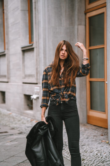 how to wear an oversized plaid shirt
