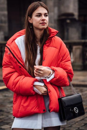 how to wear a red puffer jacket