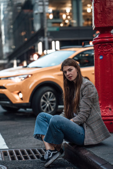 New York Streetstyle: Cropped Flare Jeans and Plaid Blazer