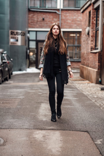 Oslo Runway Outfit: camouflage jacket and black jeans
