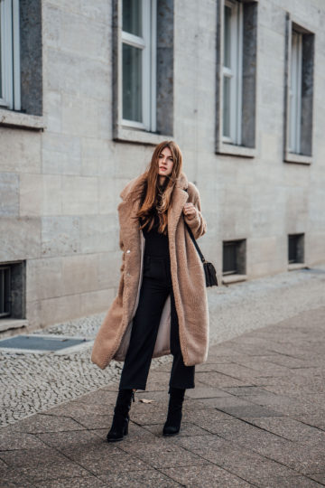Teddy Coat combined with an all-black outfit