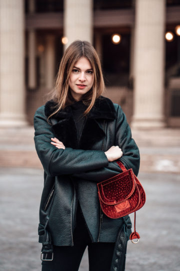 How to style a red bag