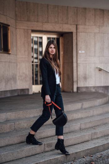 Schicker Blazer kombiniert mit einer Mom Jeans