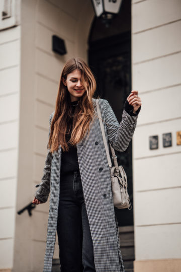 how to wear a plaid Trenchcoat