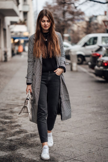 How to wear a plaid trench coat