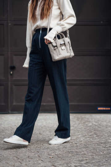 chic pants combined with Sneakers