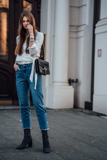 Wrap_Blouse_Boyfriend_Jeans_Buttons-7