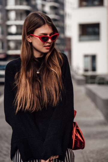 how to wear red sunglasses