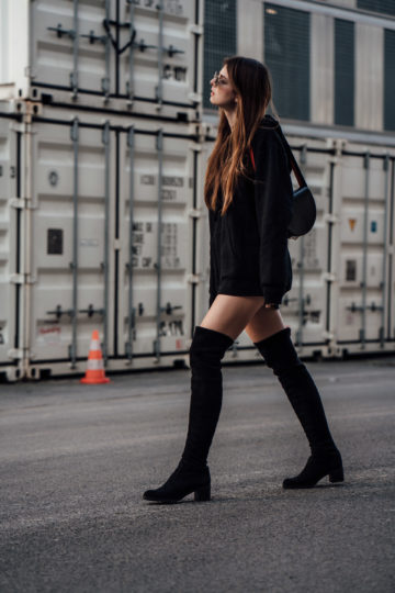 halbrunde schwarze Tasche