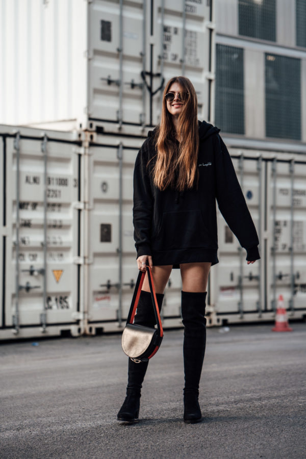 schwarze Overknee Boots Frühling