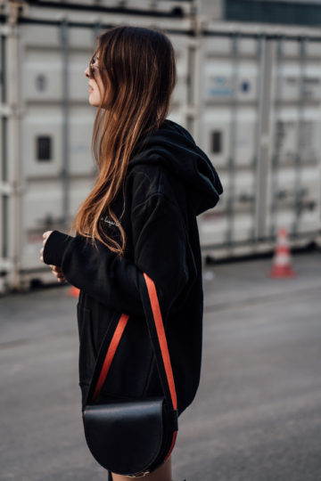 how to style a black Hoodie