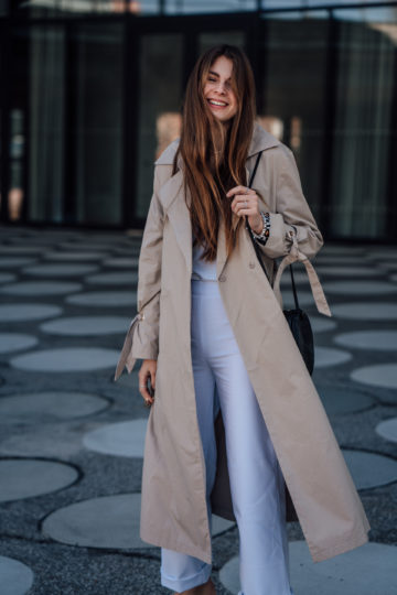 Trenchcoat combined with a white look