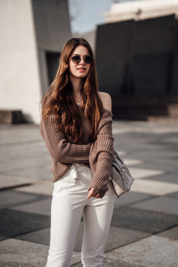 how to wear an one-shoulder sweater