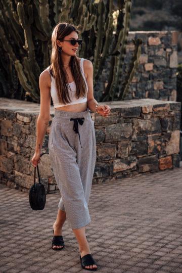 Reiseoutfit: so kombiniere ich eine gestreifte Hose