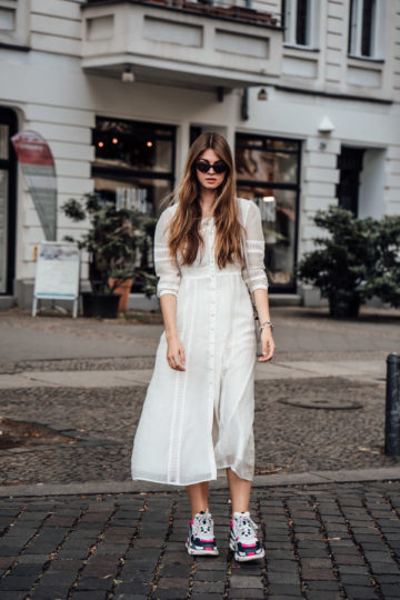 Summer Outfit: Combining dresses with ugly sneakers