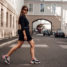Fashion Week Outfit: Blazer Kleid und Balenciaga Sneakers