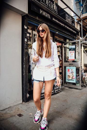 London Outfit: Weißes Hemd und Kettengürtel