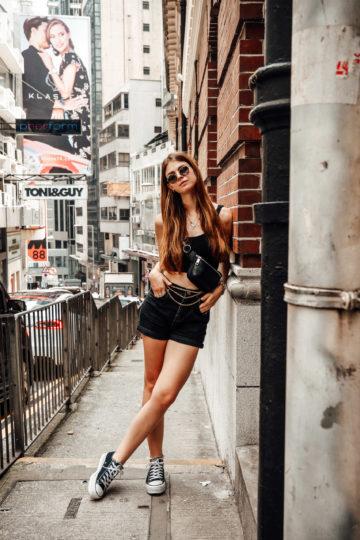 Hong Kong Reiseoutfit: komplett schwarz in Central HK