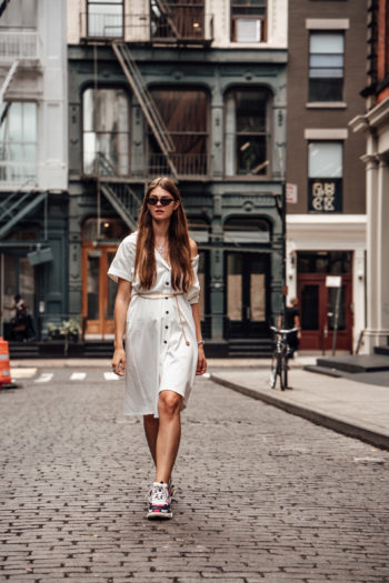 Preview : New York Streetstyle: White Button Down Dress