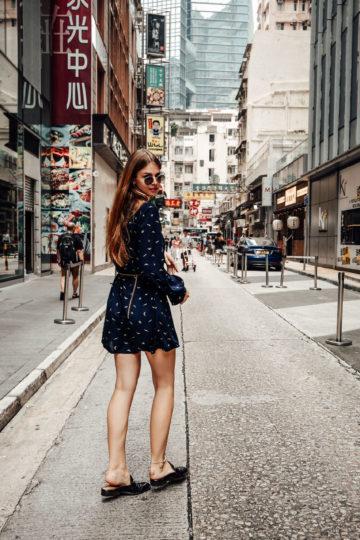 Hong Kong Reiseoutfit: Hemdkleid und Kettengürtel